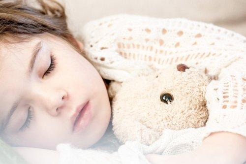 sleeping-1311784_1920_500x333