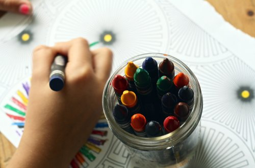 crayons-1445053_1920_500x331