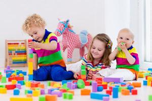 toys_three_3_little_girls_boys_infants_515324_600x400