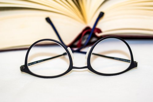 glasses-1934296_1920_500x333