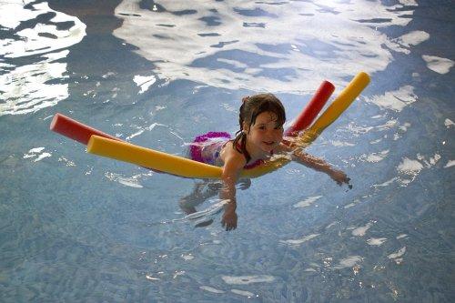 swimming-445102_960_720_500x333